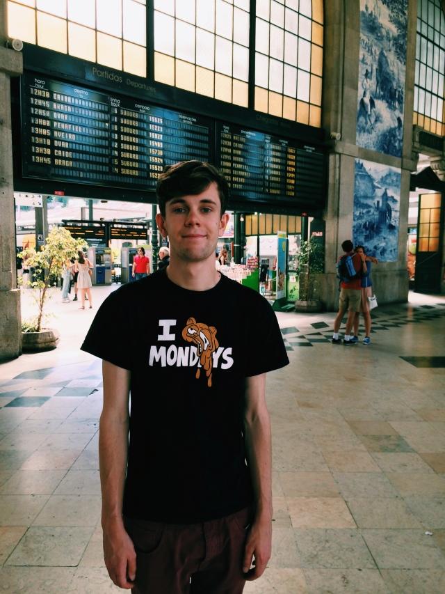 Theo at Porto station